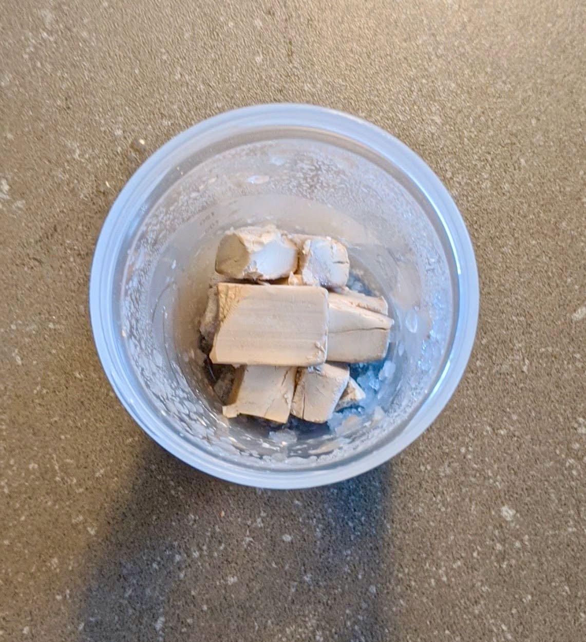 levure fraîche congelée en morceux